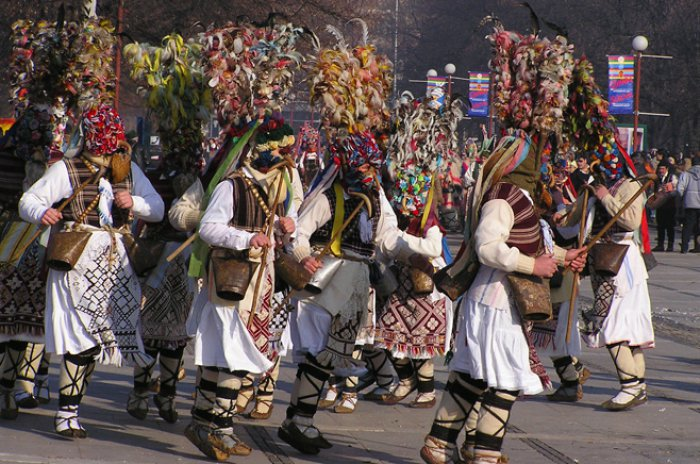България - Да се хванем на хорото!
