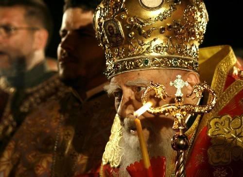 Архивите са живи очевидно и могат да бъдат манипулирани, както се вижда от факта, че досието на шефа на всички доносници, патриарх Максим, беше скрито.