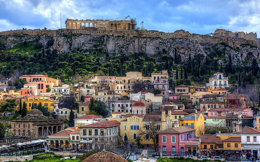 Гърция: първо ги глобяват, после иде багерът