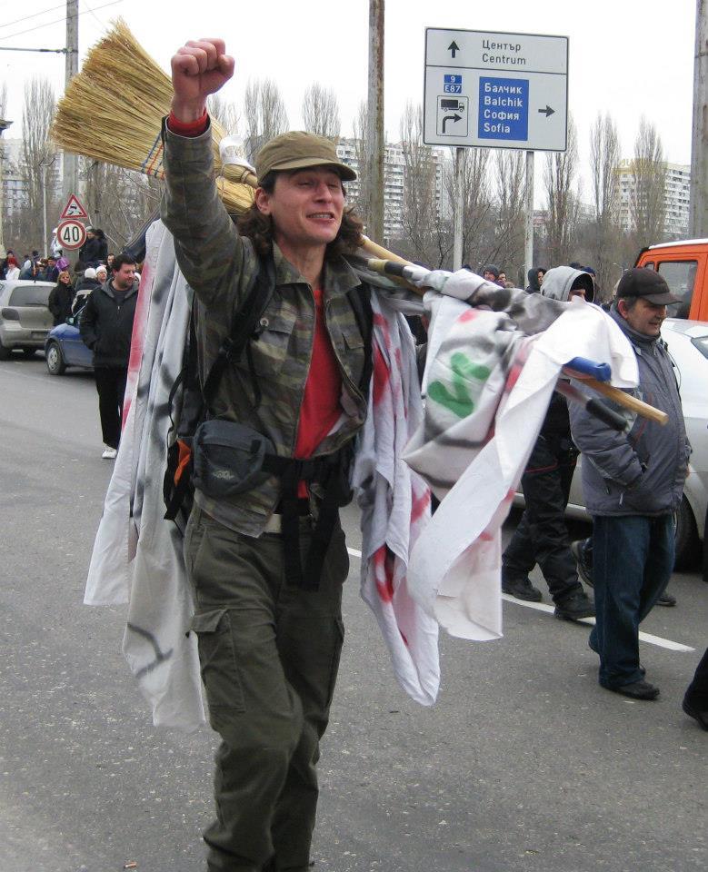 Възпламеняване. България плаче за Пламен. Правителството в оставка обяви 6 март за ден на национален траур.