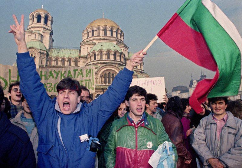 България върви към диктатура