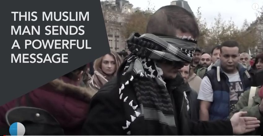 "Blindfolded Muslim man with sign ""Do you trust me?"" hugs hundreds in Paris"