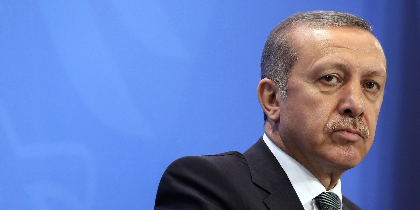 Защо София е така услужлива към Ердоган