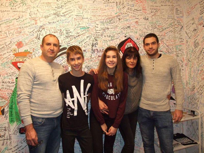 Румен Радев със семейството си