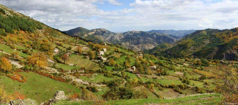 В чии ръце е земята на България?