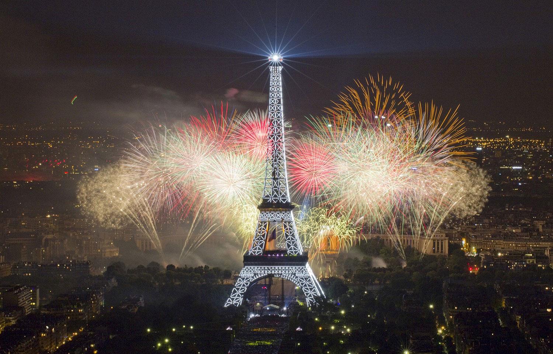 Франция празнува 14 юли