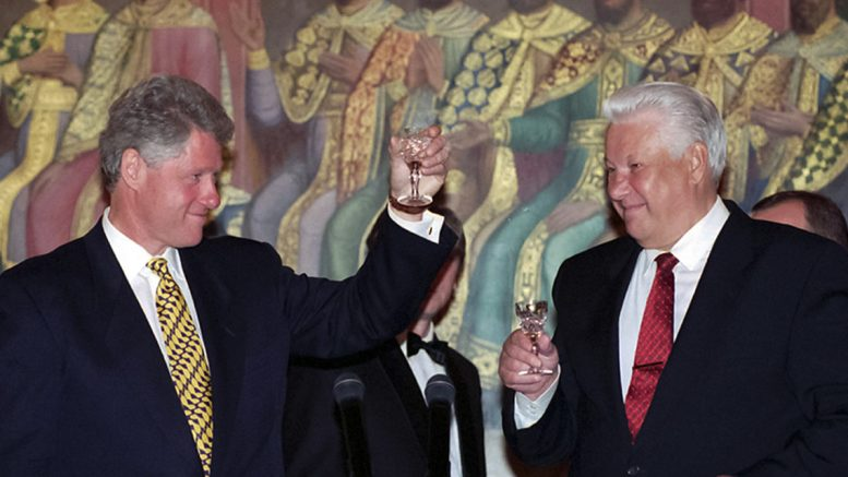 President Clinton and President Yeltsin toasting at the state dinner, Hall of Facets, The Kremlin, Moscow, May 1995
