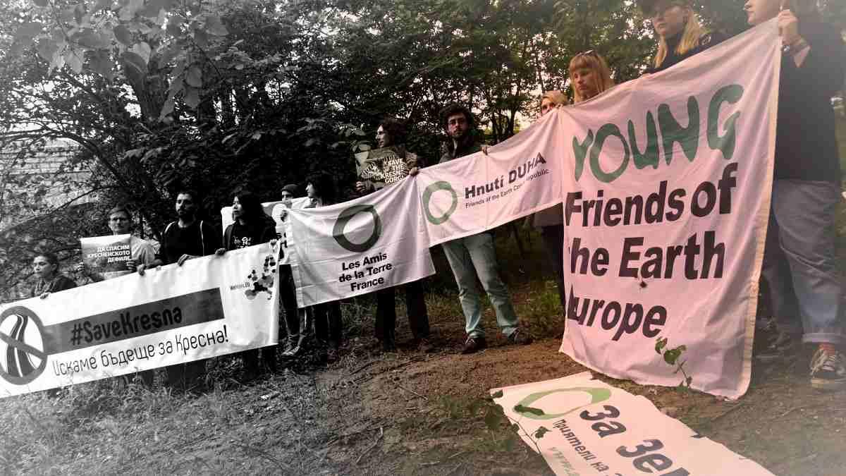 """Протест на """"Приятели на Земята"""""""