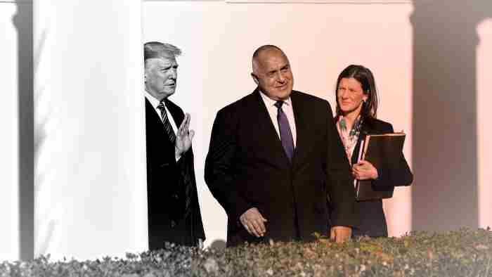 Президентът Доналд Тръмп се разхожда с българския премиер Бойко Борисов до Овалния кабинет на Белия дом