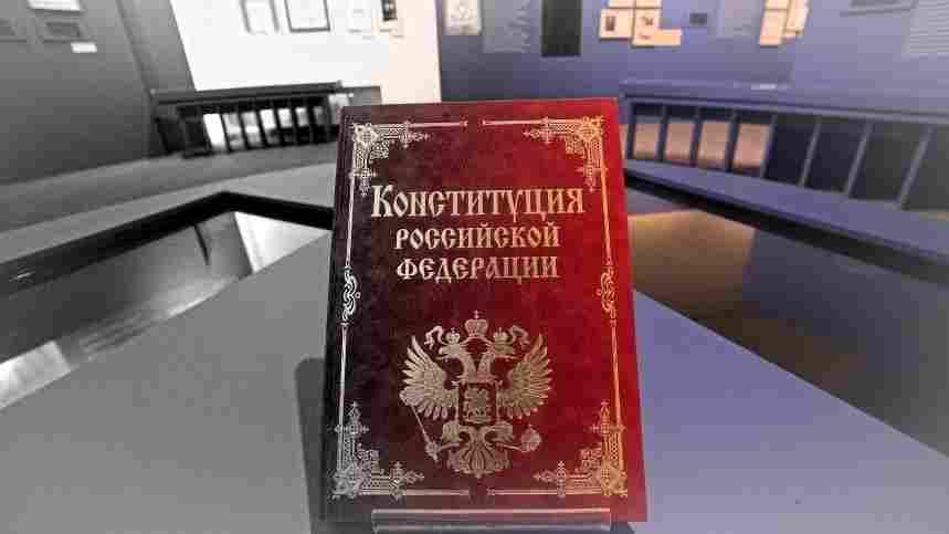 Новата конституция: разделяй и владей